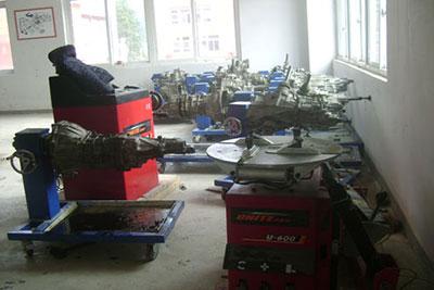 黄平县中等职业技术学校汽车运用与维修