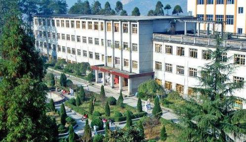 黔南民族卫校学校环境